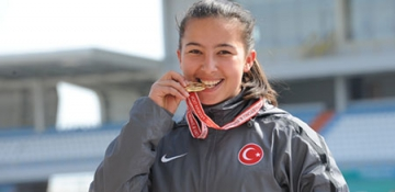 Esra Gaz'dan Rekor ve Şampiyonluk